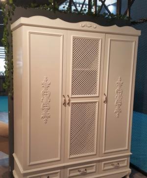 Распашные двери с декоративными накладками Чебоксары